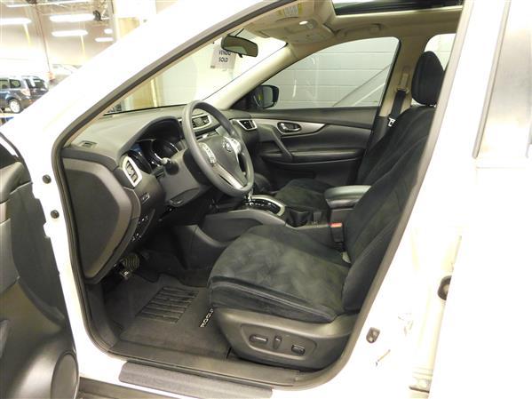 Nissan Rogue SV TECH TOIT PANO NAV 4RM 2016 - image # 9