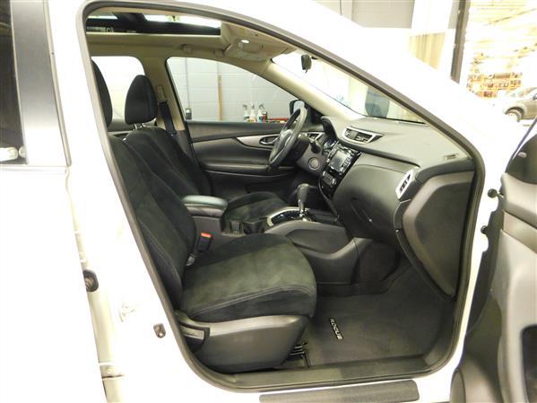 Nissan Rogue SV TECH TOIT PANO NAV 4RM 2016 - image # 10