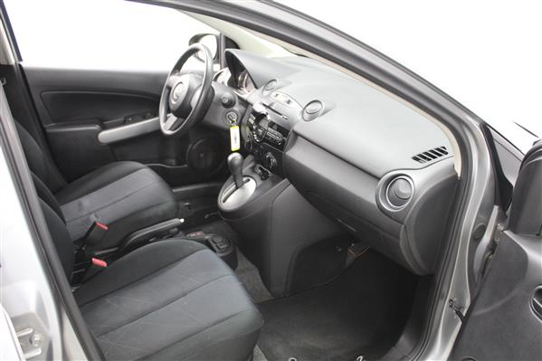 Mazda Mazda2 2014 - Image #10