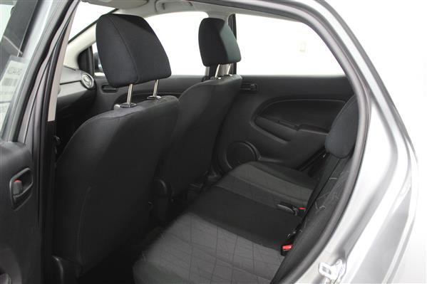 Mazda Mazda2 2014 - Image #11