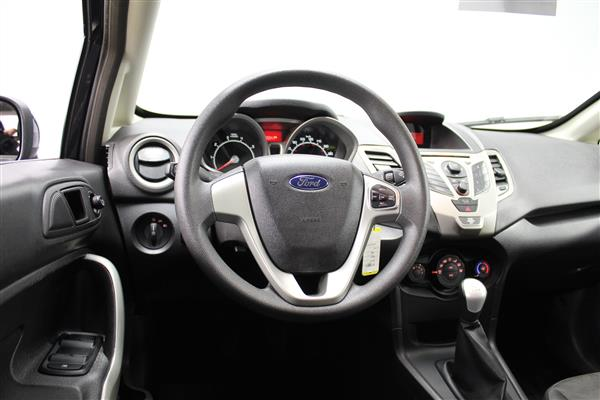 Ford Fiesta 2012 - Image #10
