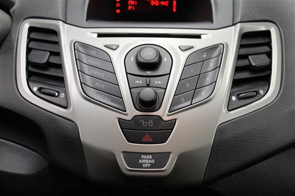 Ford Fiesta 2012 - Image #15